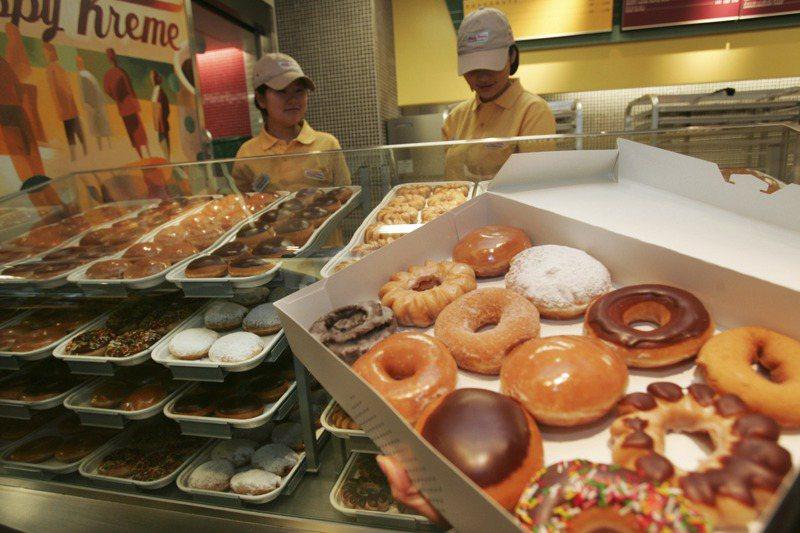 一些醫師、營養師表示,經常吃甜甜圈,不利於健康,且肥胖可能增加染疫風險;不過,也有醫界人士認為,享受美食並不是壞事,偶爾吃甜食可使人們心情愉悅。路透
