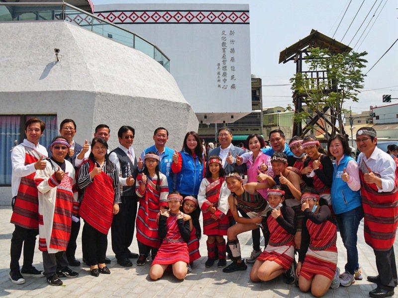新竹縣原住民教育文化產業推廣中心昨天啟用,將成為新竹地區原住民的交流中心。記者巫鴻瑋/攝影