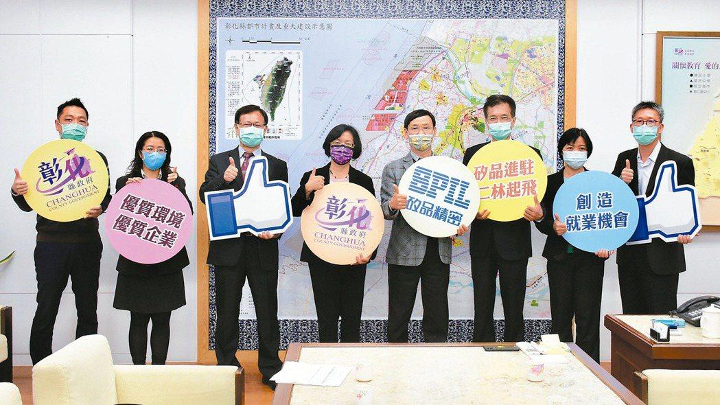 矽品資深副總經理簡坤義(右四)昨日拜會彰化縣長王惠美(左四),宣布將投資800億...