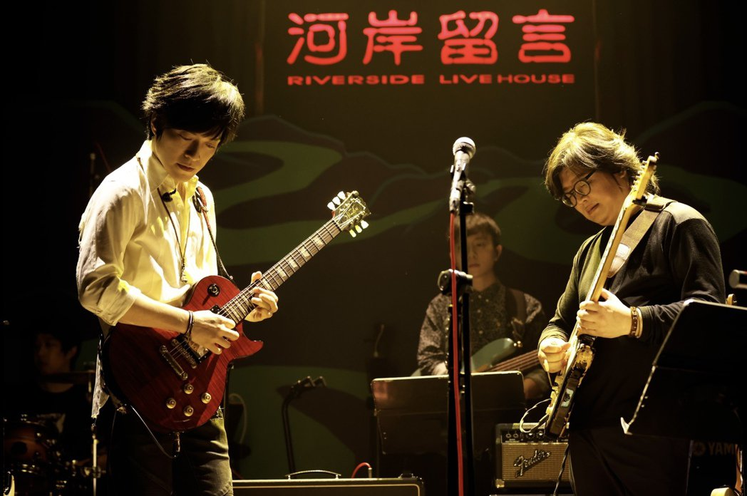 怪獸(左)與「河岸留言」創辦人林正如共演的「Tokyo Night」,致敬松本孝