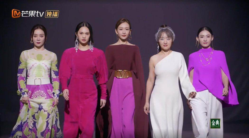 張柏芝(右)最近參加陸綜「乘風破浪的姐姐2」。圖/擷自芒果TV