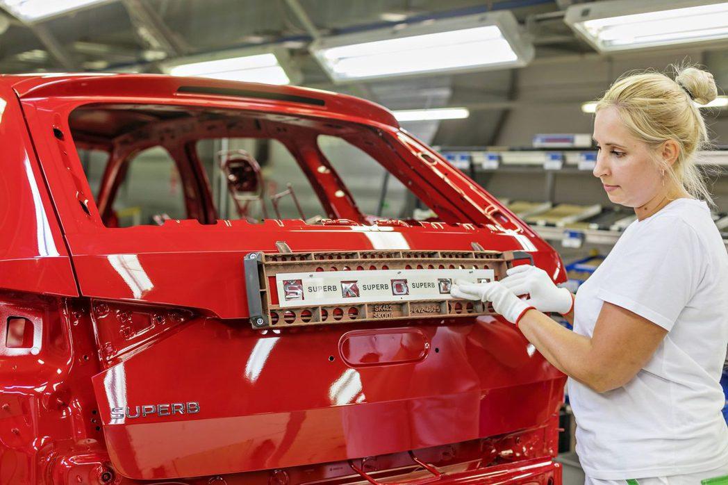 現行ŠKODA Superb是在捷克Kvasiny工廠生產,下一世代車型將移至斯...