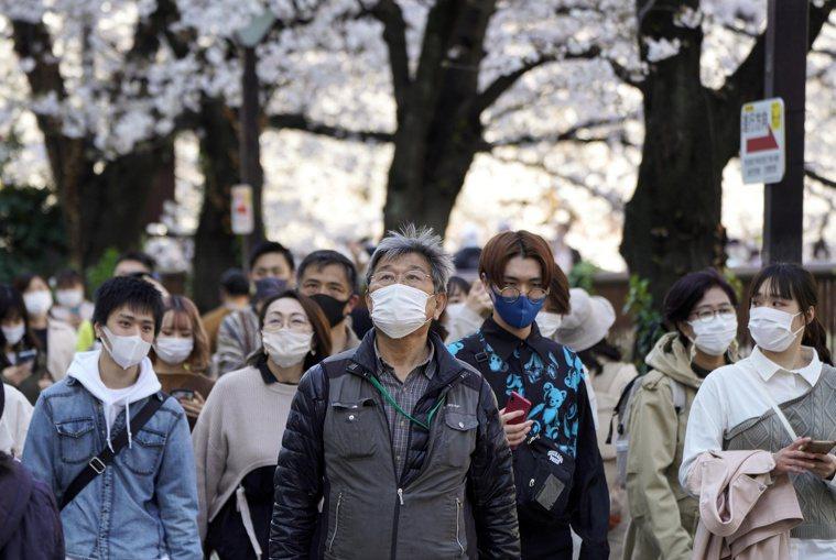 日本境內2019冠狀病毒疾病(COVID-19)疫情延燒,東京都今天新增430起...
