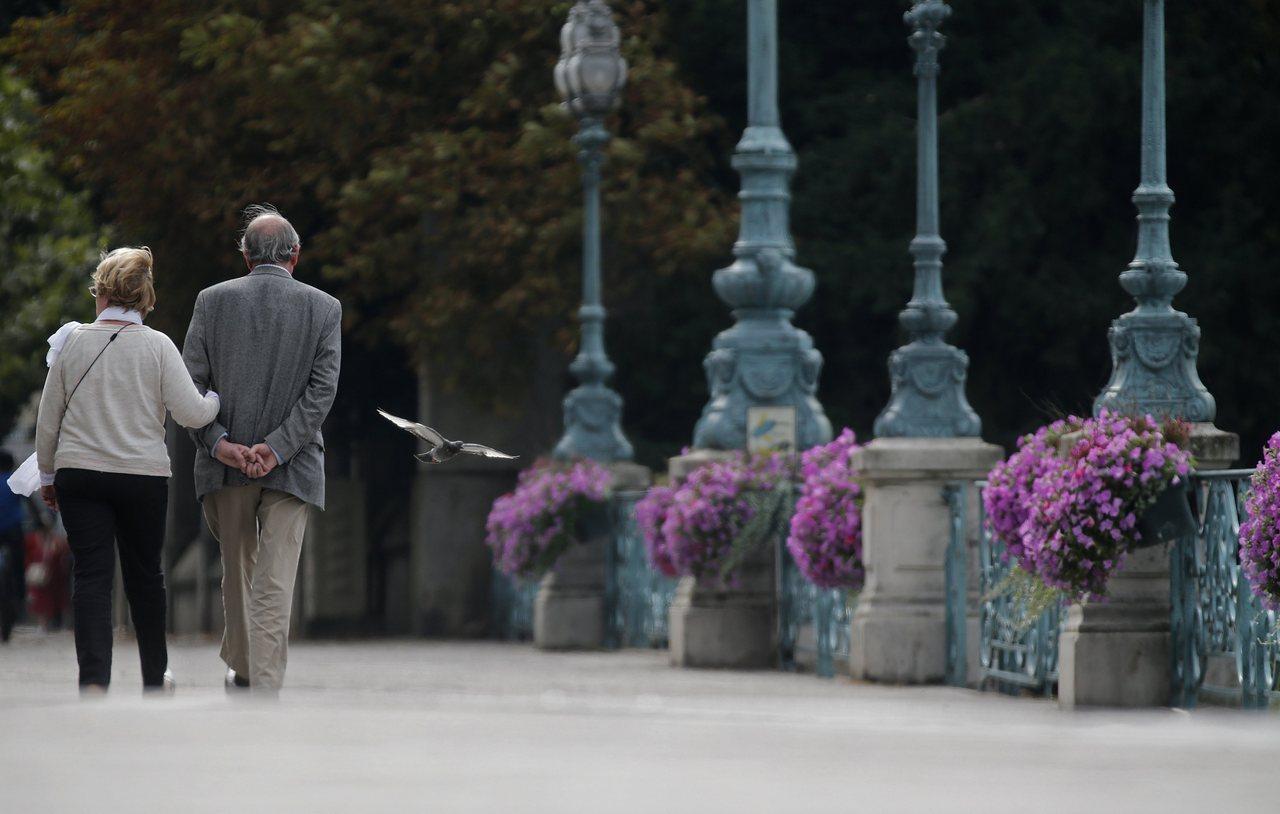 專家建議,老人退休後必須適應生活重心的突然改變,且勿因這些變化給自己婚姻帶來危機...