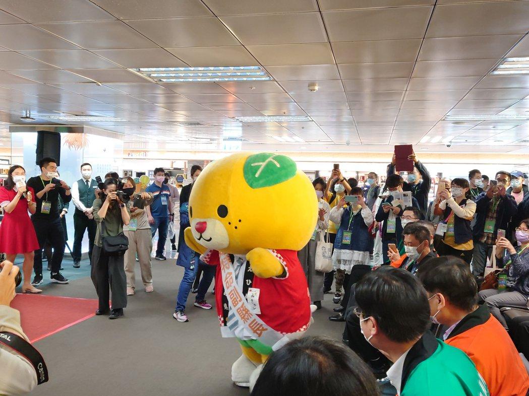 「愛媛愛旅行~就是愛出國」專機,吸引許多消費者報名參加。黃淑惠攝