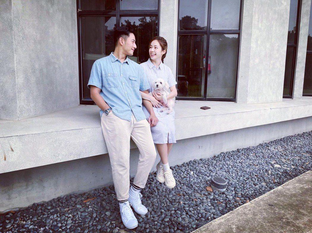 周孝安(左)與小9歲女星陳天仁宣布結婚。圖/摘自臉書