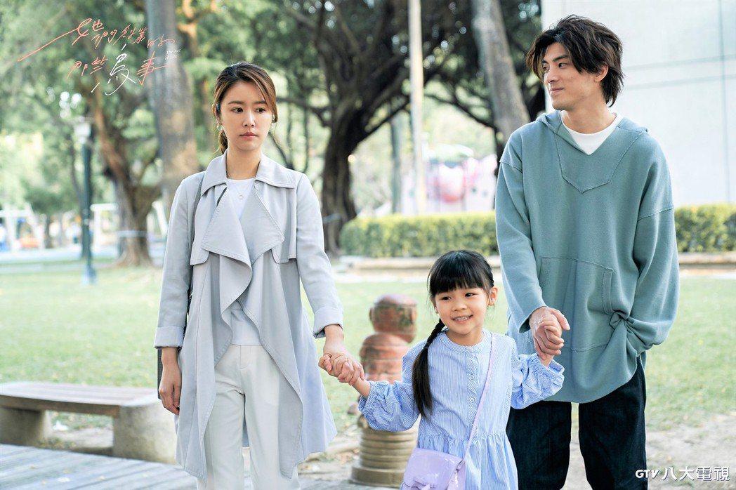 林心如(左起)在「他們創業的那些鳥事」戲中,要求劇中女兒叫她阿姨,林哲熹意外了解...