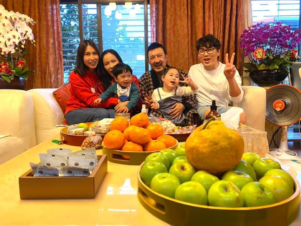 余苑綺(左)目前回娘家休養。圖/摘自臉書