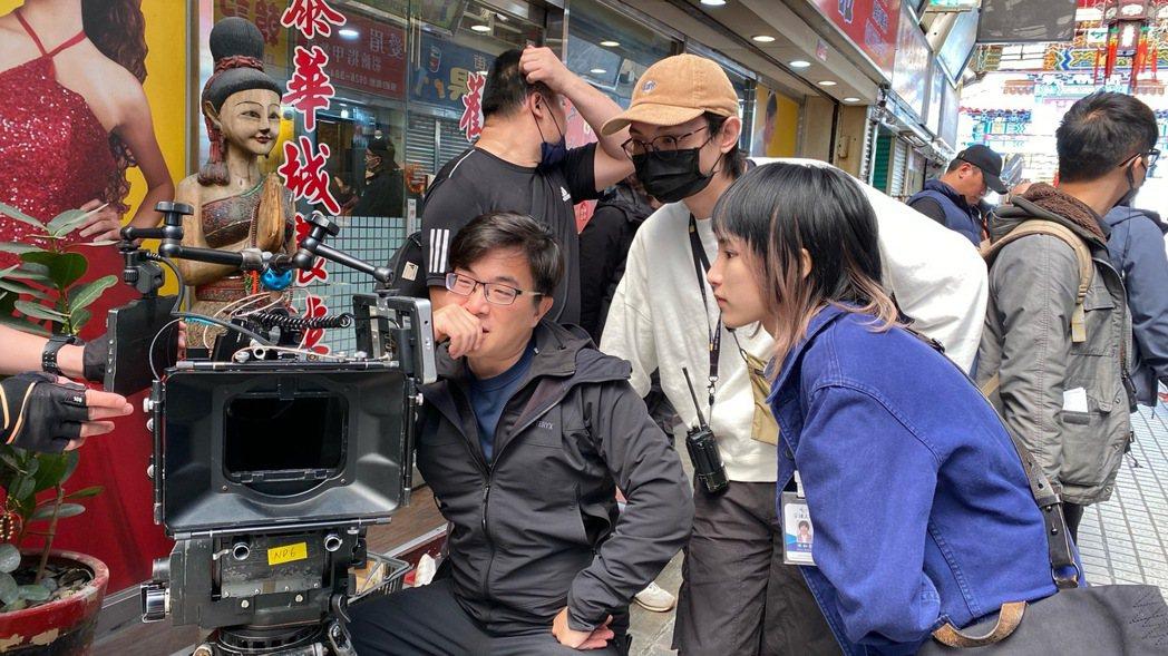陳加恩(右)對於幕後工作也很有興趣。圖/周子娛樂提供