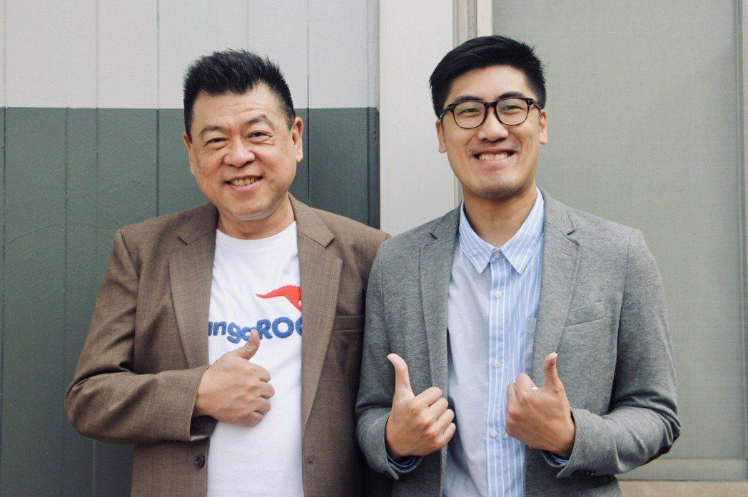 孫德榮(左)和台北海大校董林威克合作。圖/台北海大提供