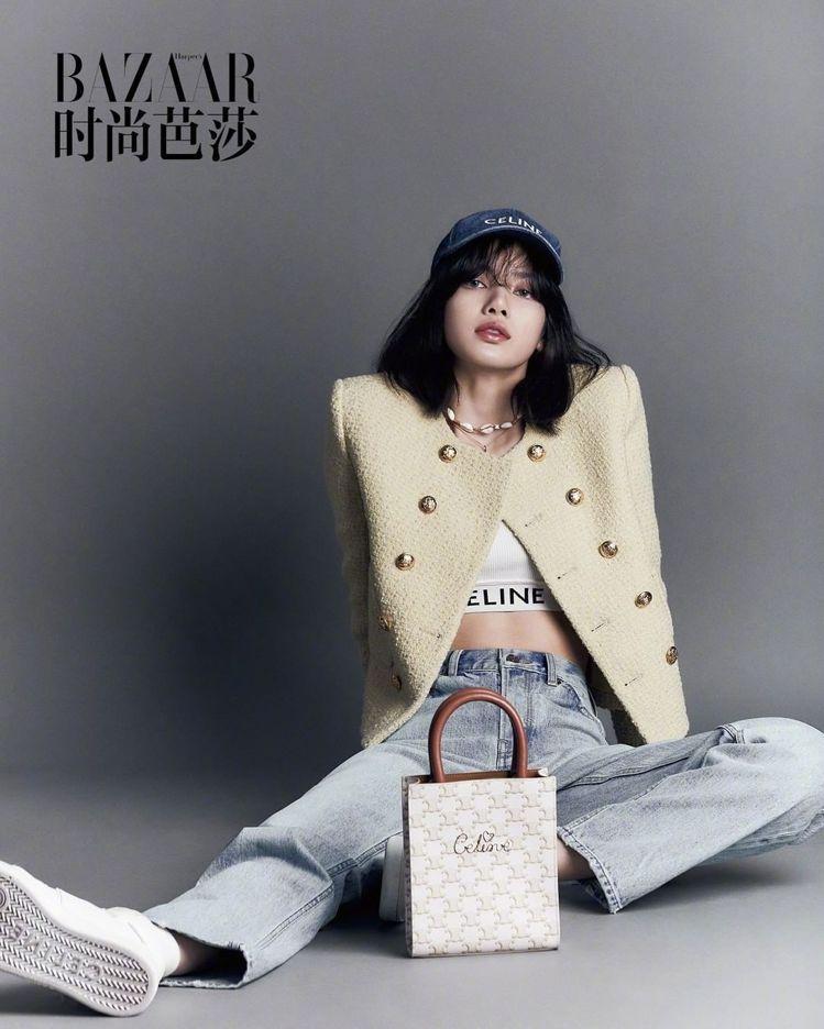 Lisa穿CELINE 2021春夏女裝,甜美又帥氣。圖/取自微博