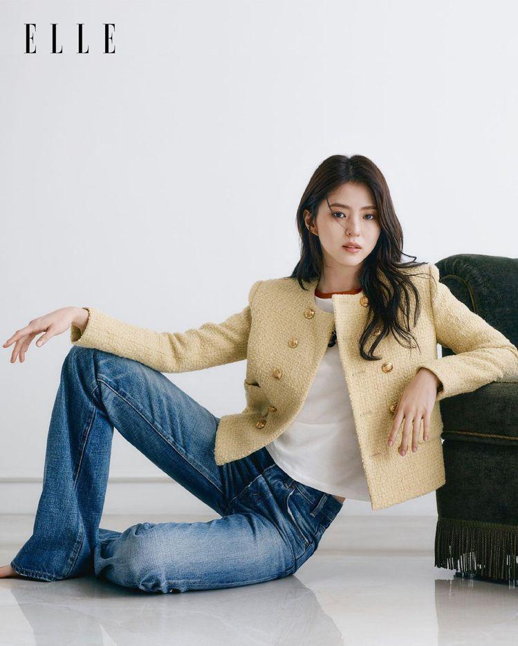 韓韶禧在香港版ELLE雜誌詮釋CELINE印花上衣、粗花呢獵裝外套、高腰Serg...
