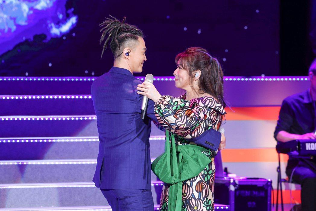林俊逸(左)與趙詠華首度攜手開唱,共舞華爾茲。記者沈昱嘉/攝影