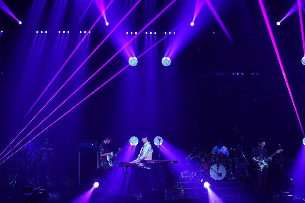 宇宙人特別準備僅在演唱會上的演出歌曲「往前」。圖/新視紀整合行銷提供