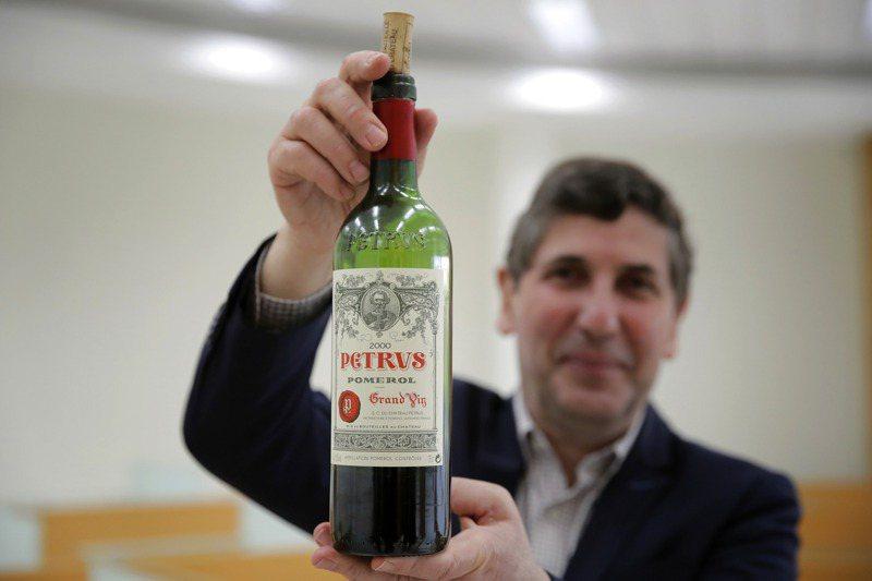 共計12瓶2000年分的法國彼得綠堡紅酒(Chateau Petrus Pomerol),歷經438天又19小時的國際太空站之旅,於今年一月初返回地球。美聯社