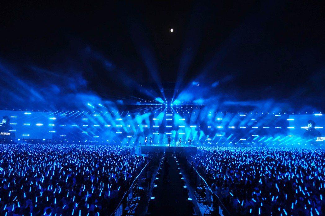 五月天的「好好好想見到你」演唱會吸引2.5萬人同歡。圖/相信音樂提供