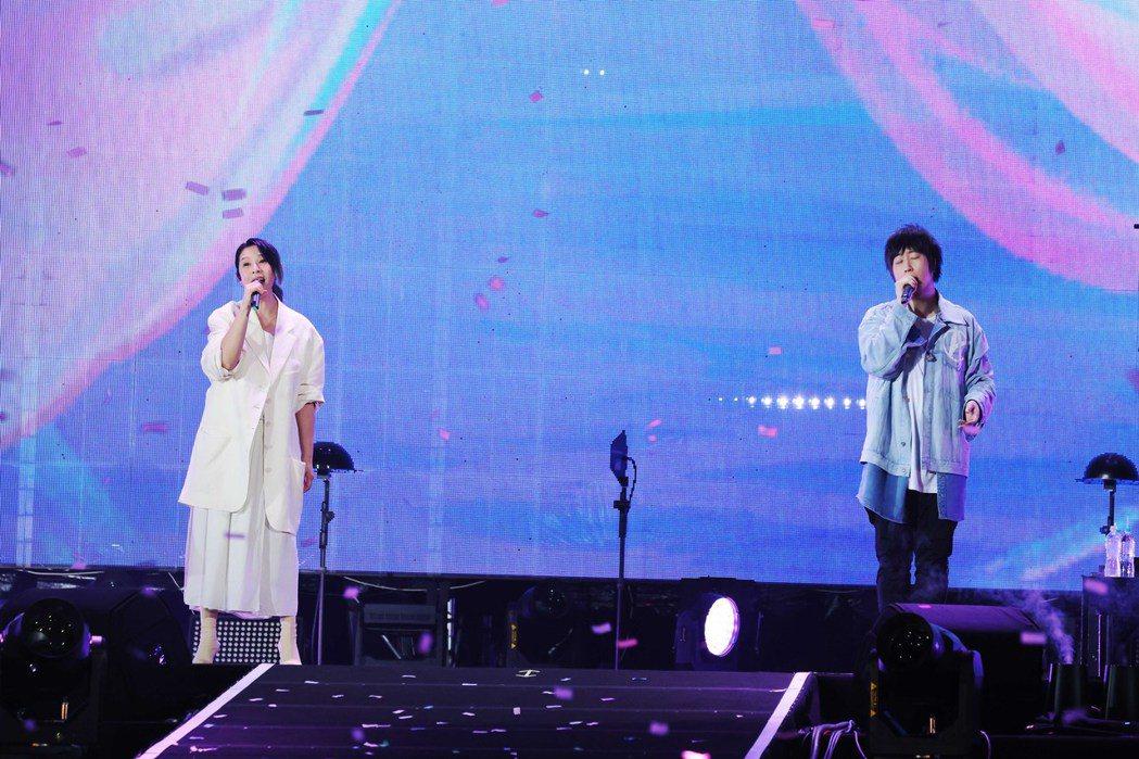 阿信(右)和劉若英合唱多首歌曲。圖/相信音樂提供