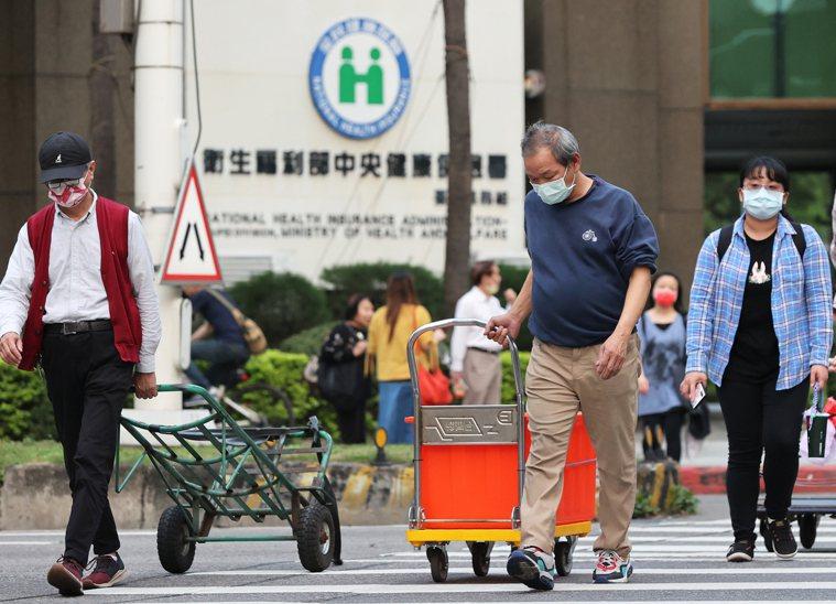 衛福部長陳時中表示,將在「民眾有感覺就好」前提下,調漲部分負擔。記者潘俊宏/攝影