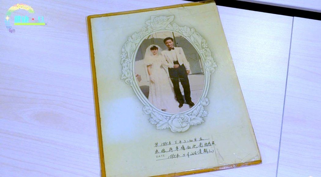 張國榮過去曾與粉絲拍過婚紗照。 圖/擷自Youtube