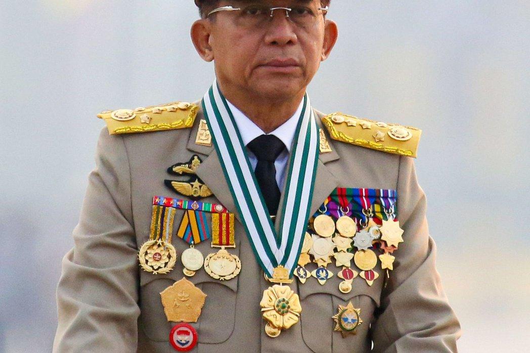 發動政變的敏昂萊將軍正在軍人節閱兵。 圖/路透社