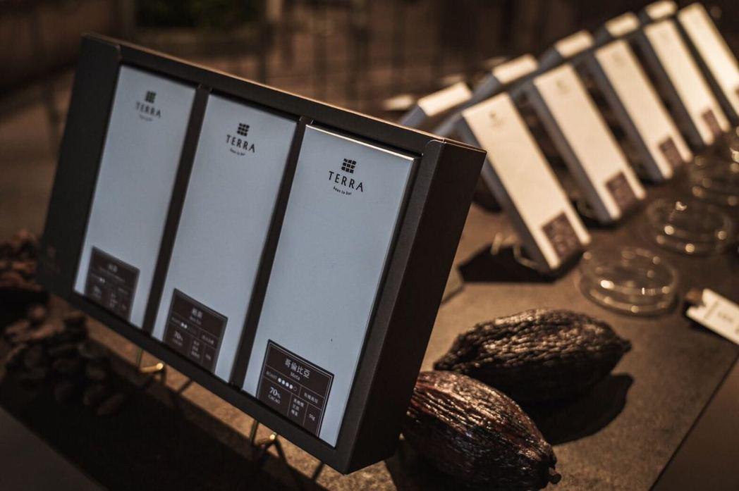 在「TERRA土然」,來自世界不同產區的巧克力與台灣的巧克力一起呈現。 圖/吳致...