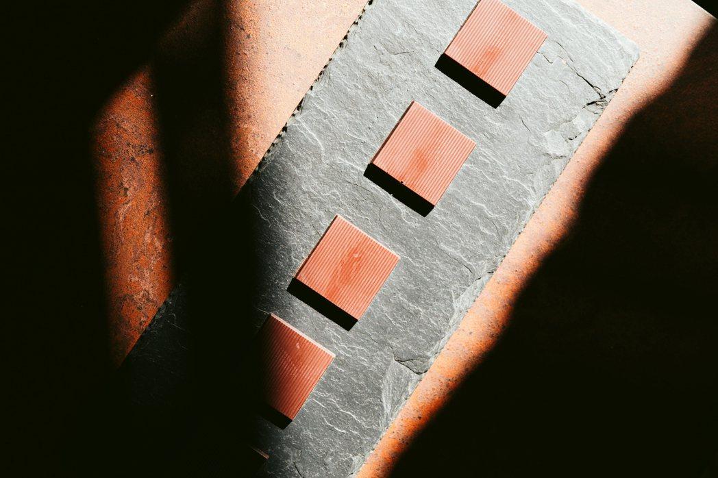 楊豐旭認為,創立的「TERRA土然」是一間巧克力專門店,從可可豆的產地、品種、發...