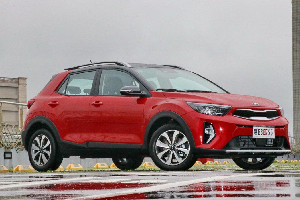 墨西哥最愛紅色車身烤漆。圖為KIA Stonic 1.0T智慧油電驚豔版,售價8...