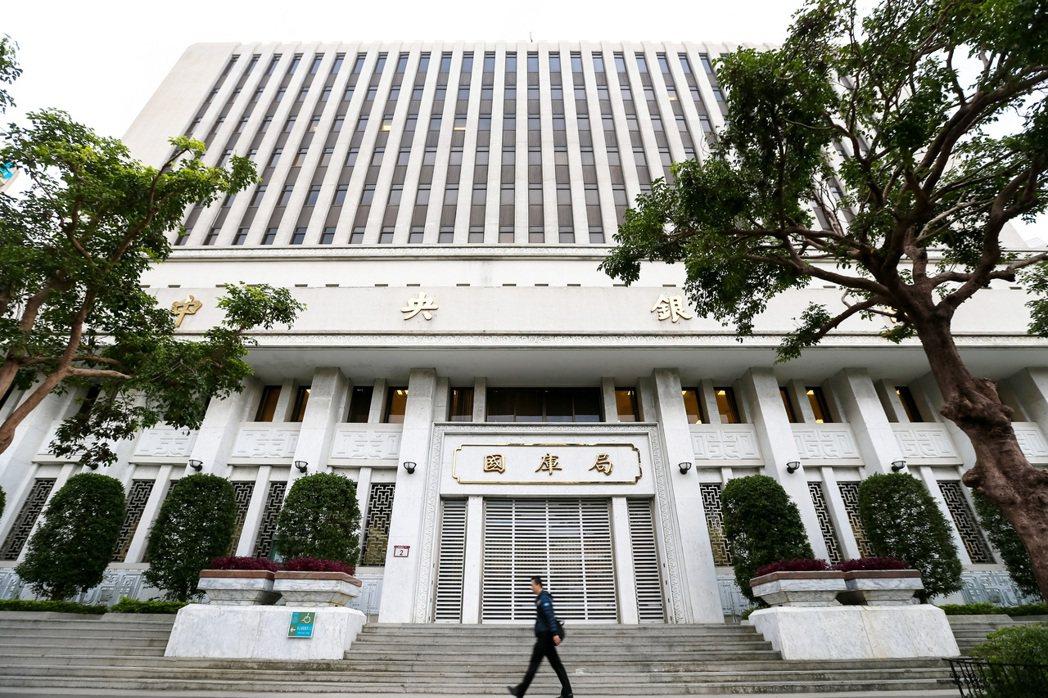 中央銀行昨(5)日公布4月外匯存底5,411.1億美元,為兩個月高點。本報資料照...