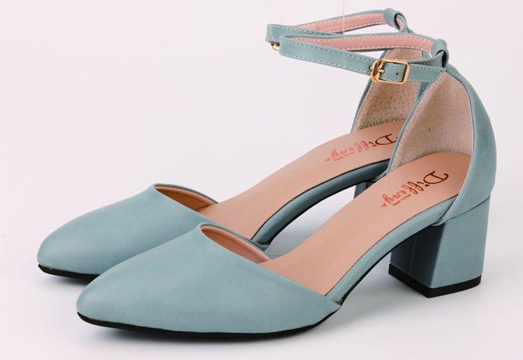 DN甜美繞踝粗跟鞋原價2,980元,4/3線上直播特價990元。圖/京站提供