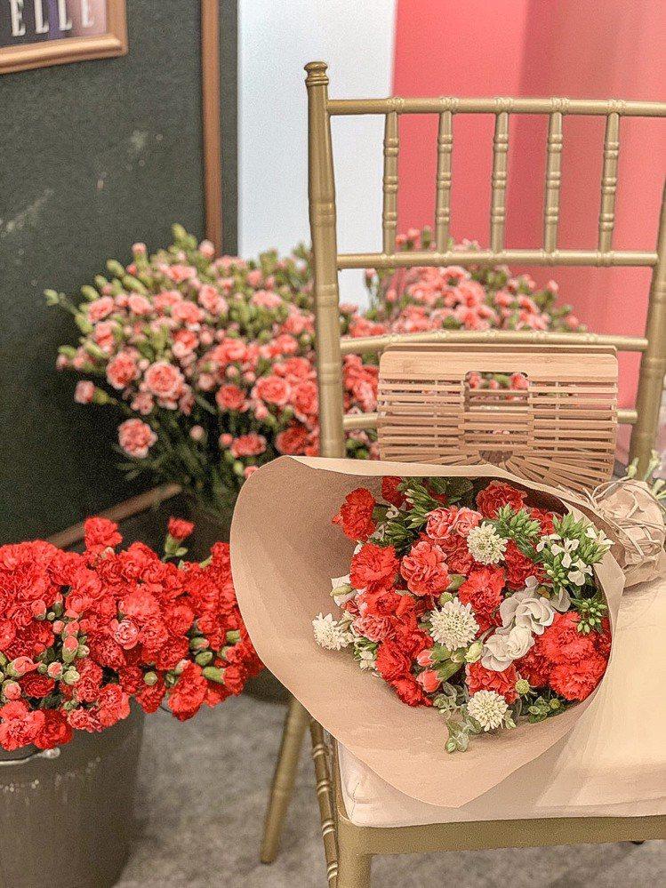 台北101康乃馨花坊在去年母親節登場,大獲好評。圖/摘自台北101粉絲頁
