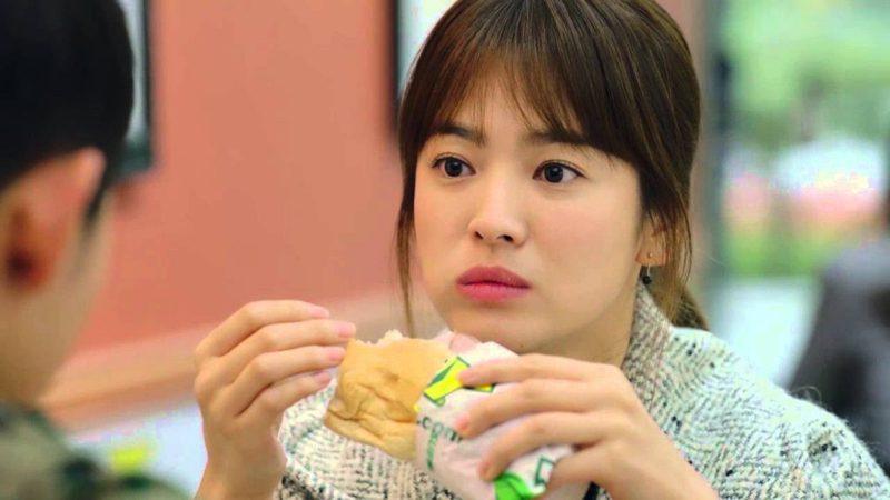 南韓女星宋慧喬在《太陽的後裔》中吃Subway潛艇堡。圖/取自劇照