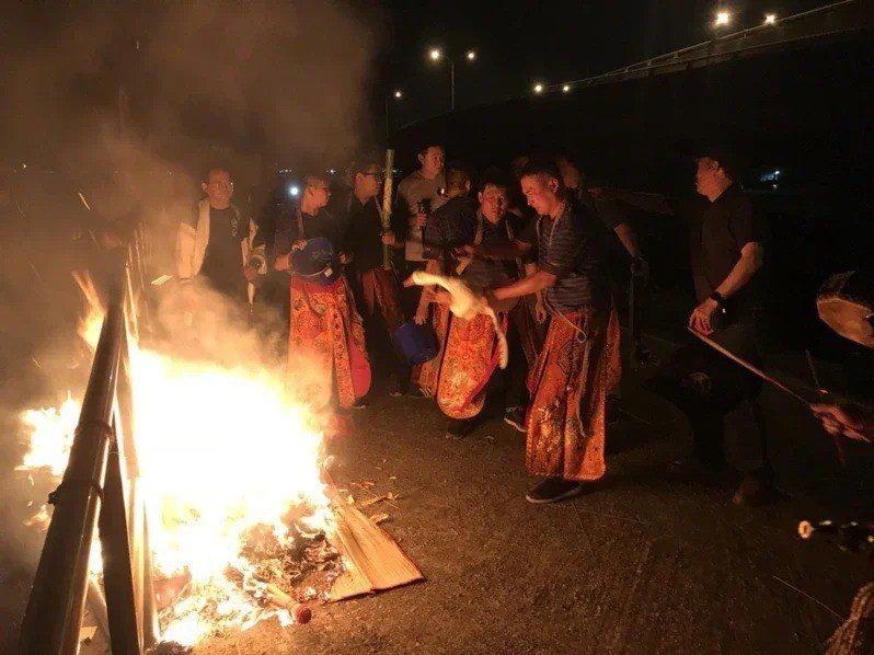 「送肉粽」為台灣民間傳統的除煞儀式。圖/聯合報系資料照片