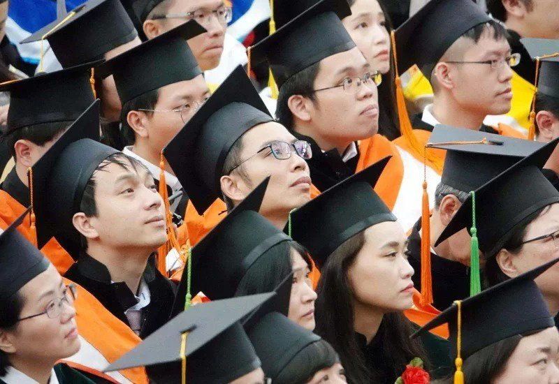台灣大學今年有1萬5797人報名碩士班考試,比去年增加8%,錄取率跌破一成。圖為台大畢業典禮。本報資料照片