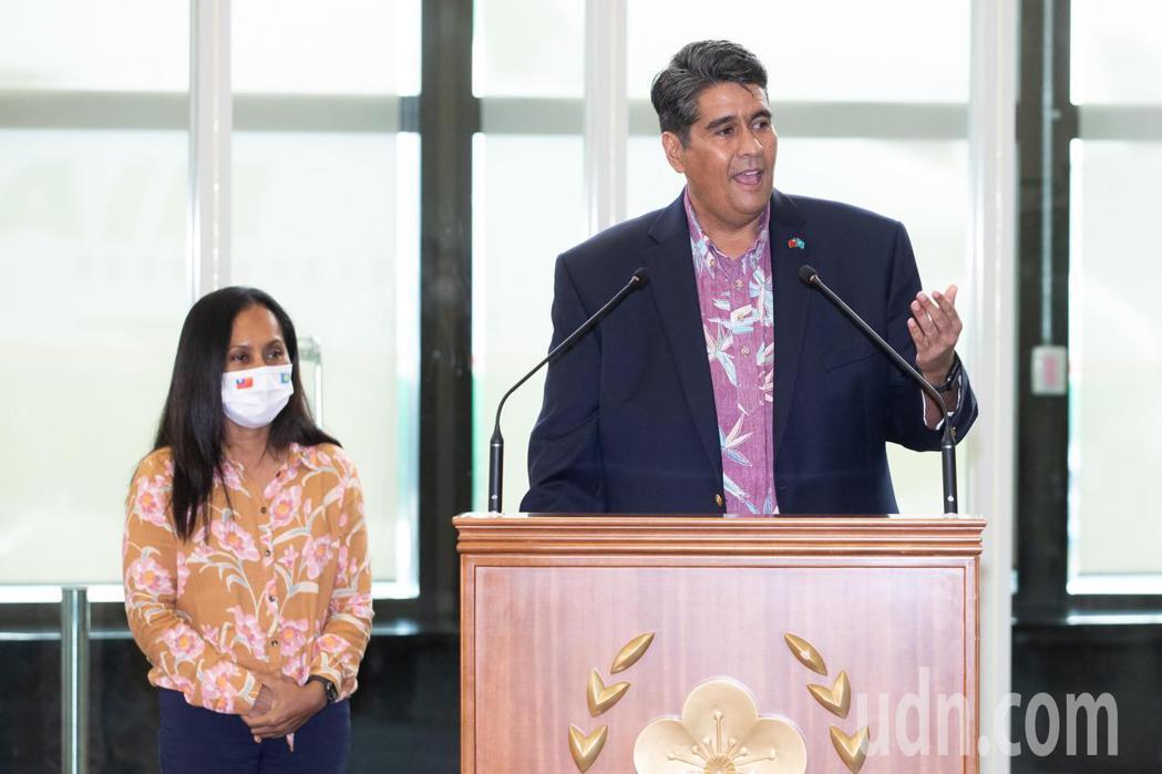 帛琉總統惠恕仁伉儷(如圖)率團28日下午搭乘中華航空公司班機抵達桃園機場,展開5...