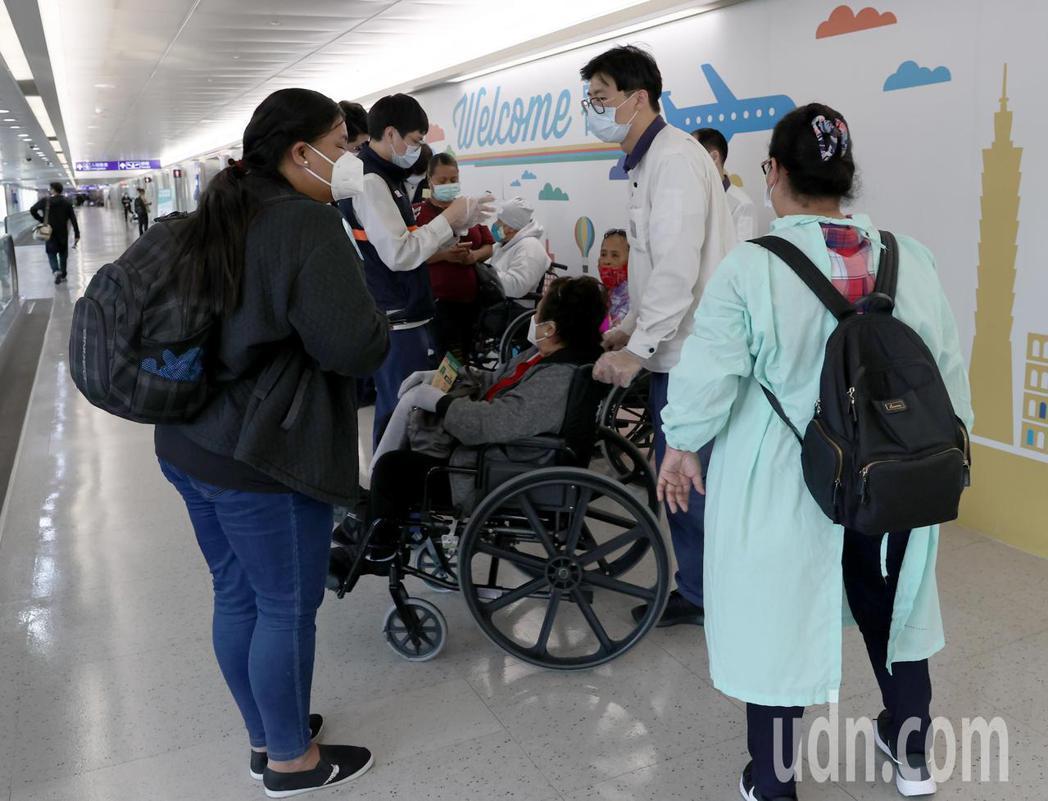 帛琉總統惠恕仁伉儷率團28日下午搭乘中華航空公司班機抵達桃園機場,展開5天訪問行...