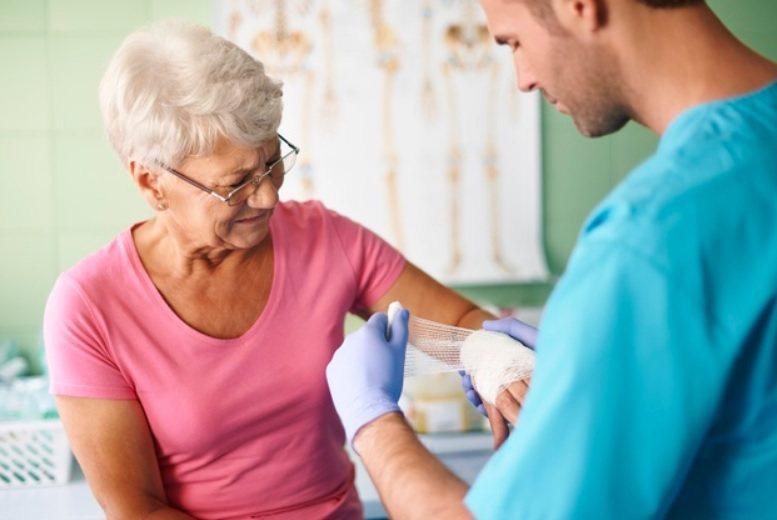 骨質密度測試,可以提早精確的評估你的骨質狀態和可能發生骨折的風險,提早接受治療來...