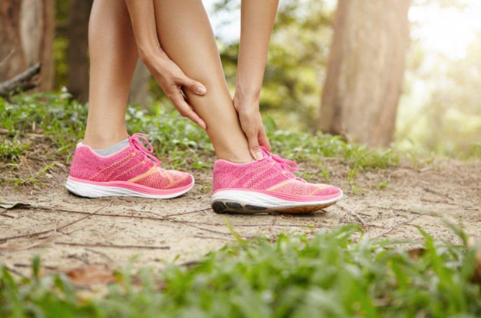 當骨質疏鬆時,骨頭會脆化,容易發生骨折。 圖/freepik