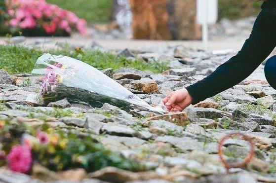 清明連假期間民眾前往掃墓。圖/報系資料照片