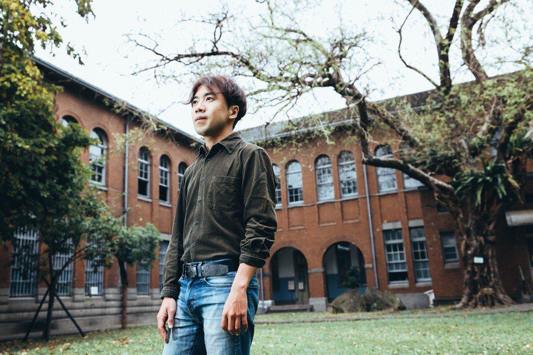 目前擔任台南人劇團駐團導演的蔡志擎,今年帶著原創的《年夜飯》與改編自莎劇的《泰特...