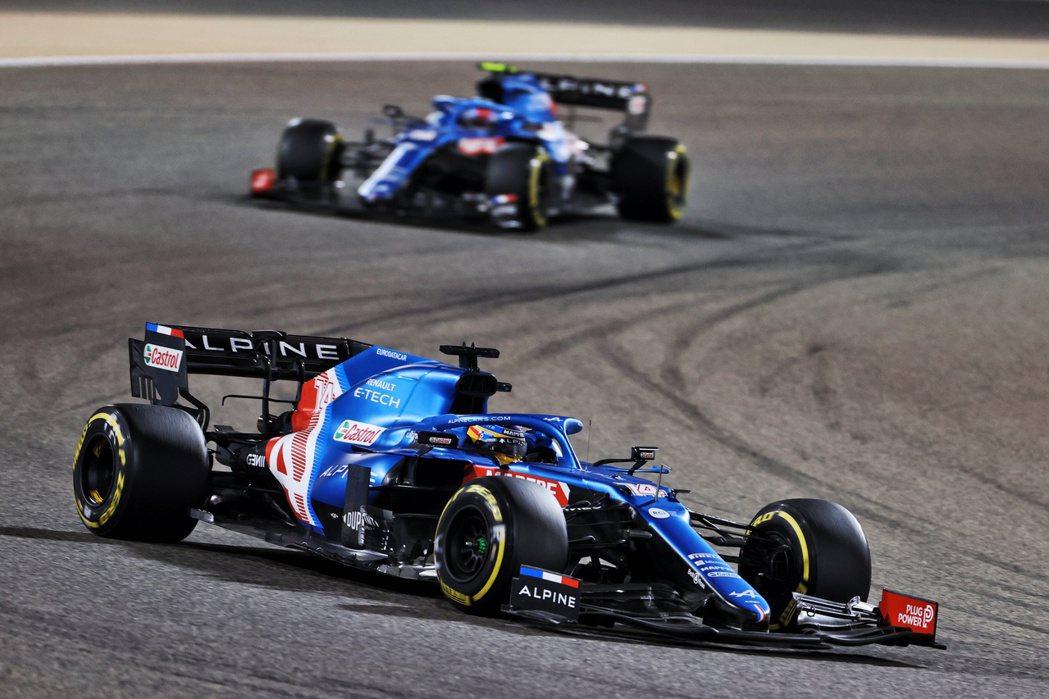 F1/三明治包裝紙卡煞車!Alonso回歸F1首秀再度體驗優質生活