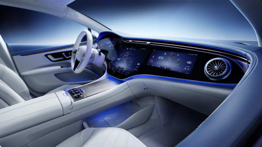 由12.3吋虛擬儀表版、17.7吋OLED中控螢幕加上12.3吋OLED副駕駛座...