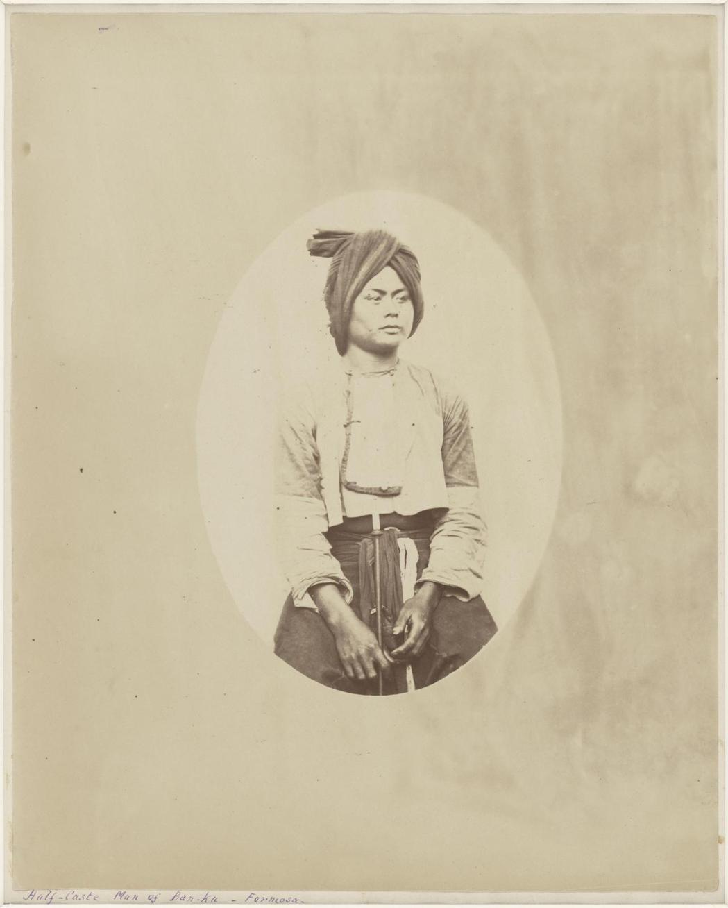 聖朱利安.愛德華茲,萬金庄的平埔男子。 圖/國家攝影文化中心提供