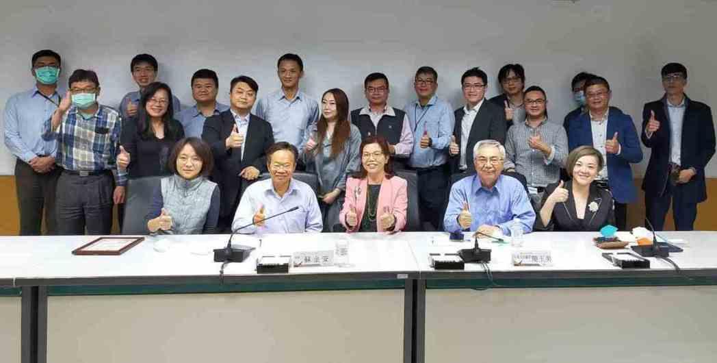 LED照明聯盟拜會台南市政府針對智慧照明交換意見。 LED聯盟/提供
