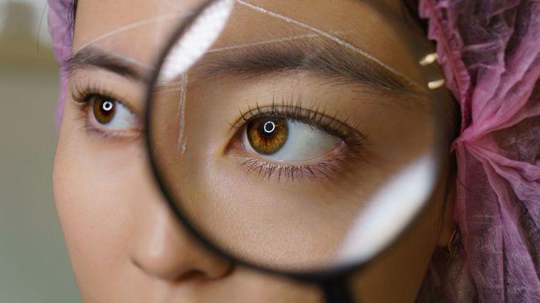 施作飄霧眉前,應先了解自身體質,以免發炎感染。圖/123RF