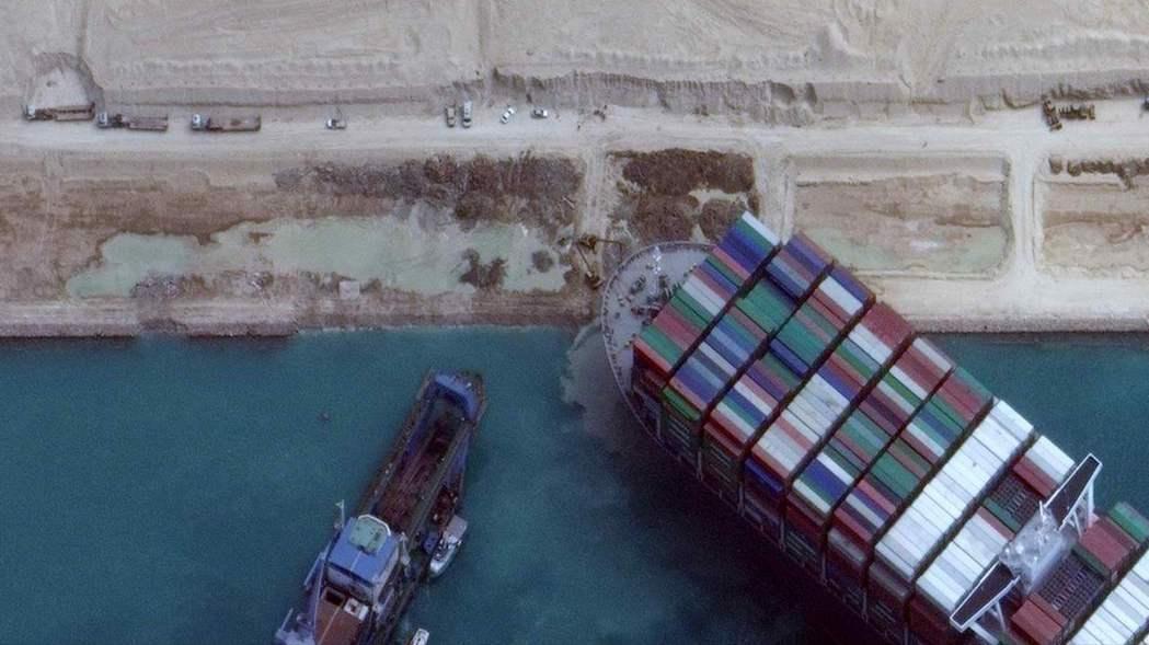 隨著救援任務進到「關鍵階段」,救援團隊已於28日開始輪流進行清淤和拖船拖曳作業,...