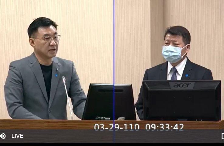 國防部副部長張哲平(右)上午在立法院表示,國軍飛安事件潛因分析,人因的因素最高。圖/取自立法院直播畫面