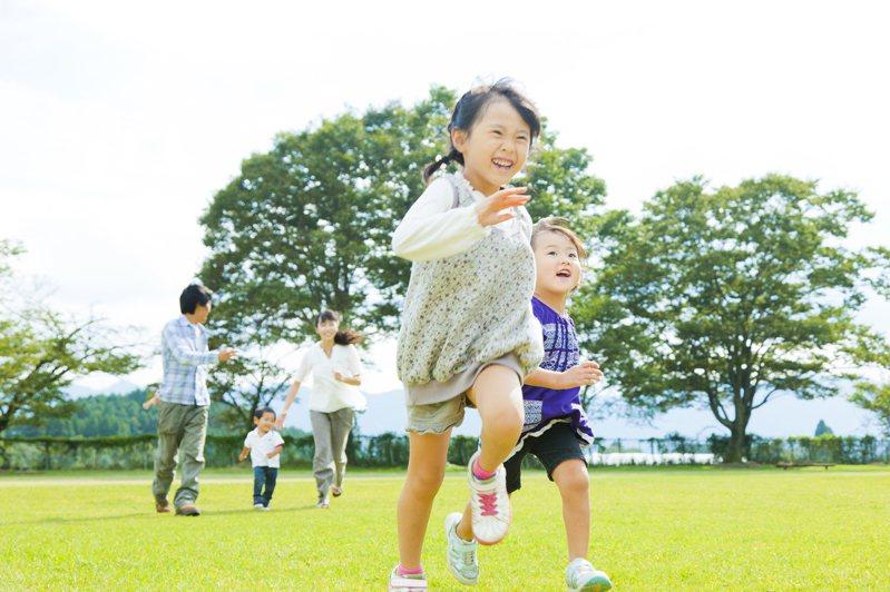 兒童投保停看聽,掌握保單三保障原則,陪伴孩子平安長大。圖/全球人壽提供