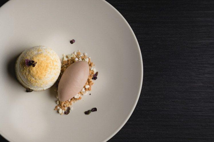 起司舒芙蕾蛋糕、芭樂紫蘇冰沙。圖/WILDWOOD提供。