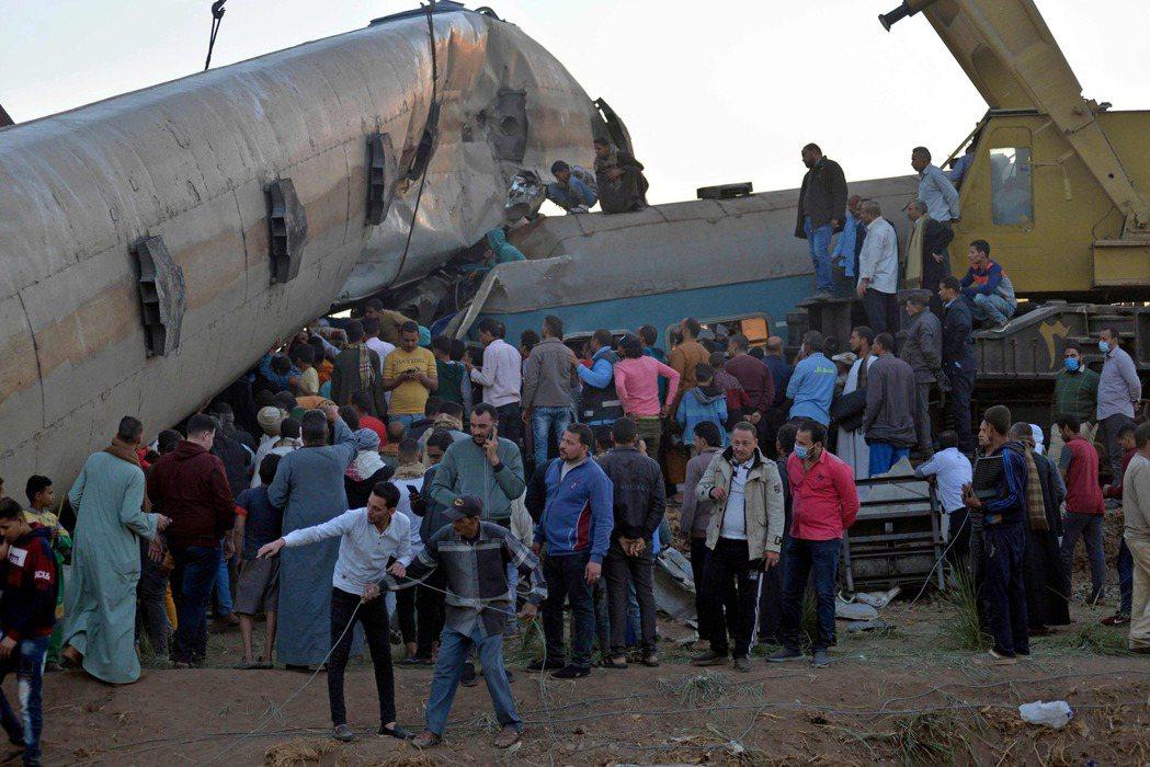 26日埃及索哈省的兩列火車相撞事故,當局表示造成19人死亡、至少180人受傷。法...