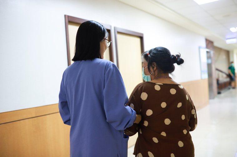 羅東博愛醫院對於乳癌治療的研究引起美國學者關注,替病人打造安心有效的治療方式。圖...